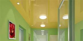 Глянцевый потолок в коридор